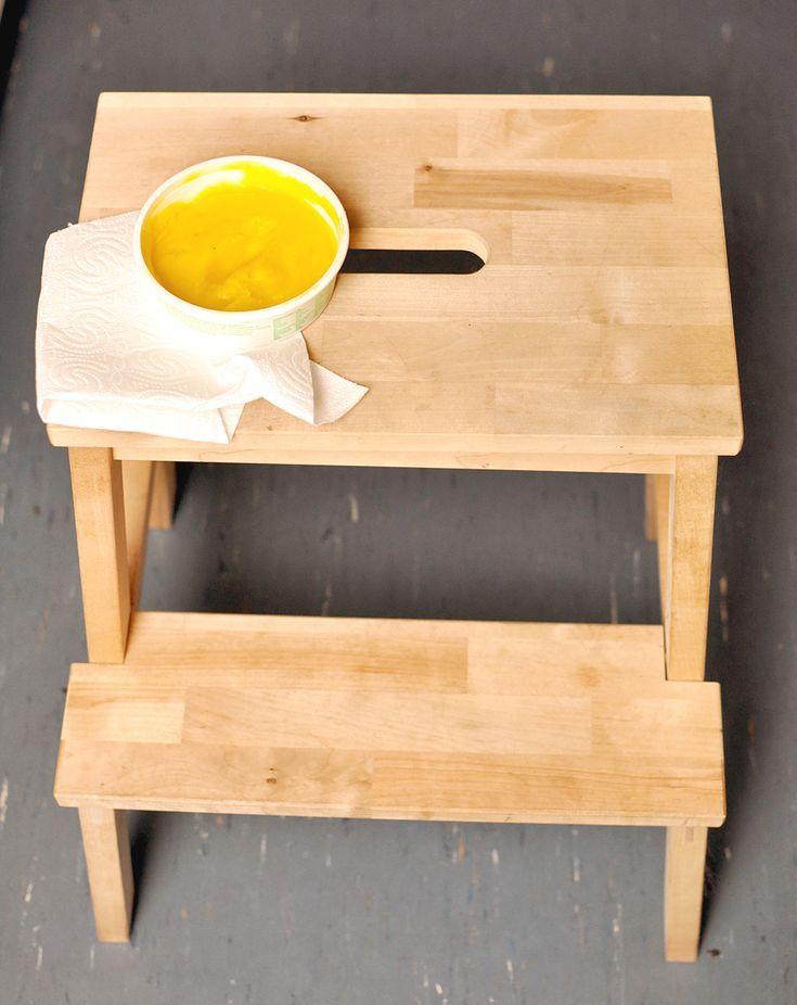Homemade Holzwachs, 100% bio, wirksam, seidenmatt2 Teile (1 Tasse) flüssiges Pflanzenöl, z.B. Sonnenblumenöl, Olivenöl oder Rapsöl 1 Teil (1/2 Tasse) Bienenwachs, wer es vegan möchte nimmt Carnaubawachs 5 Tropfen 100% ätherisches Zitrusöl, z.B. Orange, Zitrone, Limette, Grapefruit *optional* 3 Tropfen 100% ätherisches Teebaumöl Hinweis: Wer kein ätherisches Zitrusöl zur Hand hat, kann es auch weglassen. Ich empfehle dennoch welches zu benutzen, denn es wirkt neben stimmungsaufhellend auch…