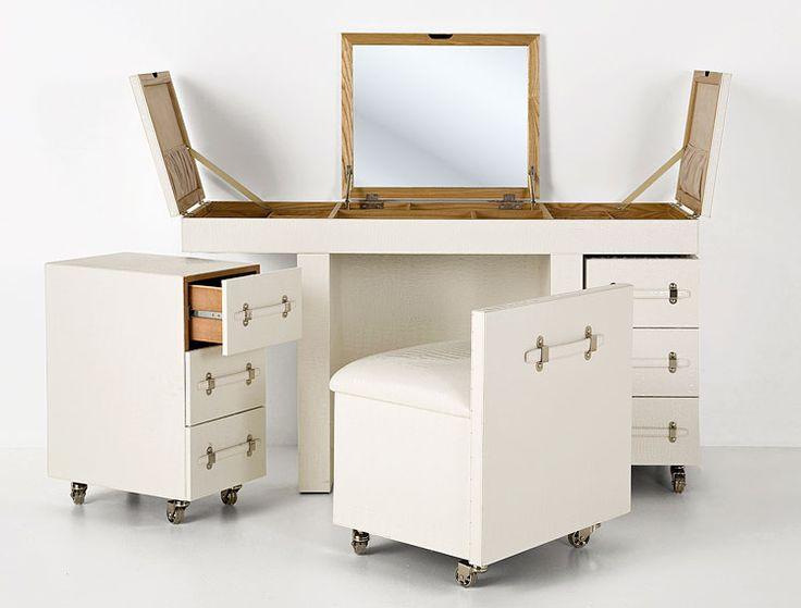 Mesa de Escritorio Tocador Vintage Diva Tribeca   Material: DM Densidad Media   Impresionante escritorio muy valido tambien ser un tocador. Con dos comodas con ruedas de 3 cajones cada una, un taburete y multitud de cajones y estantes guardar todo tipo de cosmeticos, accesorios de peluqueria y joyas.Realizado en madera de DM, chapa de madera de fresno, metal y poliuretano blanco.... Eur:2021 / $2687.93