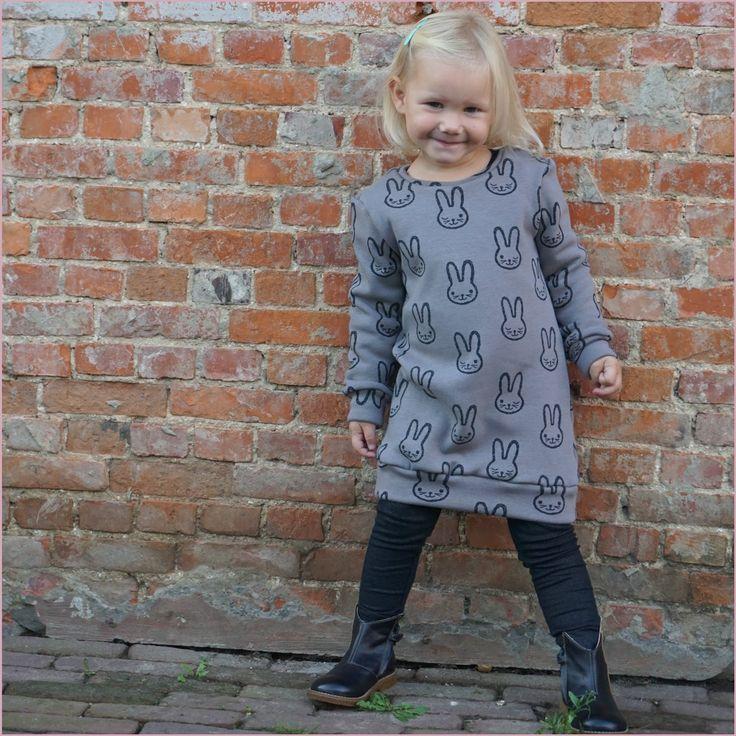 Ik zei het al : snelle projecten staan hier op het programma. Na het succes van deze sweaters volgde een sweaterdress. Ook deze stof is...