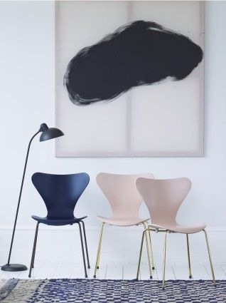 The Series 7™ Chair designed by Arne Jacobsen for Fritz Hansen