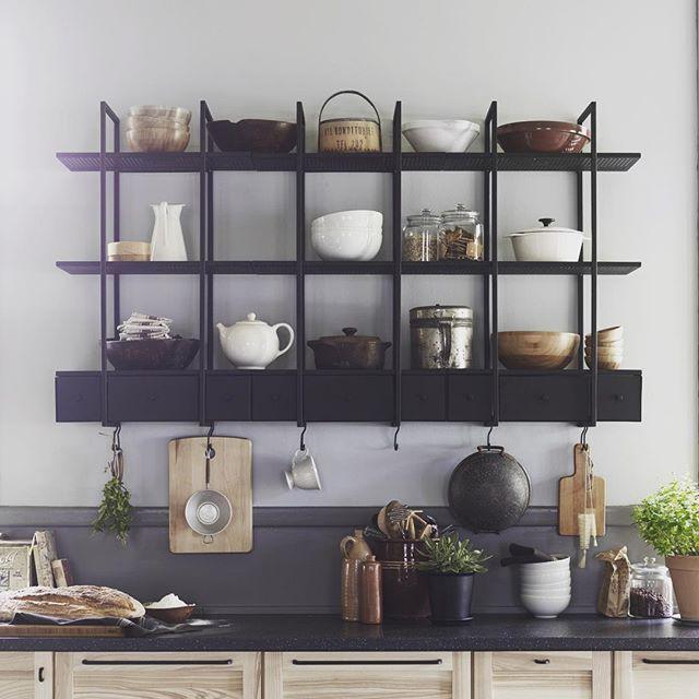 L'atmosfera delle cucine di un tempo. Scopri lo scaffale #FALSTERBO su IKEA.it #gustatilavita #kitchen #kitchendesign #homedecor