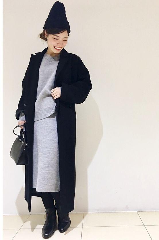 ◆ニットセットアップ  カジュアル感のあるニットセットアップをゆったりと着られるガウンコートできれい目に合わせたスタイリング。