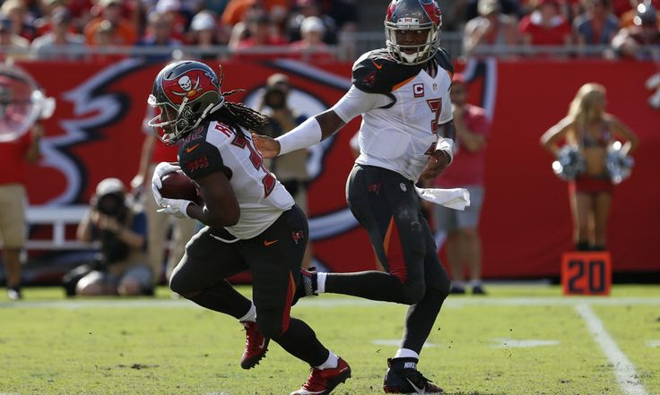 Jacquizz Rodgers helps lift Buccaneers past Carolina = Let me give you two words and a question mark.  Jacquizz Rodgers?  Believe it not, but he is the main reason the Tampa Bay Buccaneers defeated the Carolina Panthers 17-14. What's more than surprising is that.....