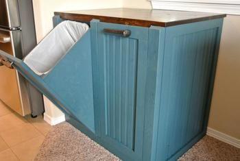 台の下がゴミ箱になっています! こんなゴミ箱があったら使い勝手よさそうですね。