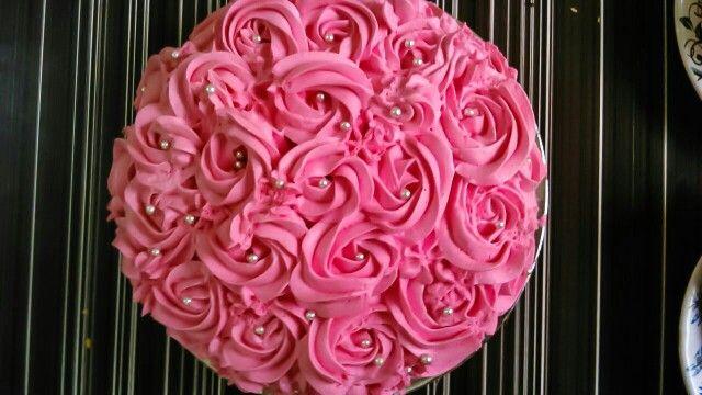 Rosy- Love s in cake noe