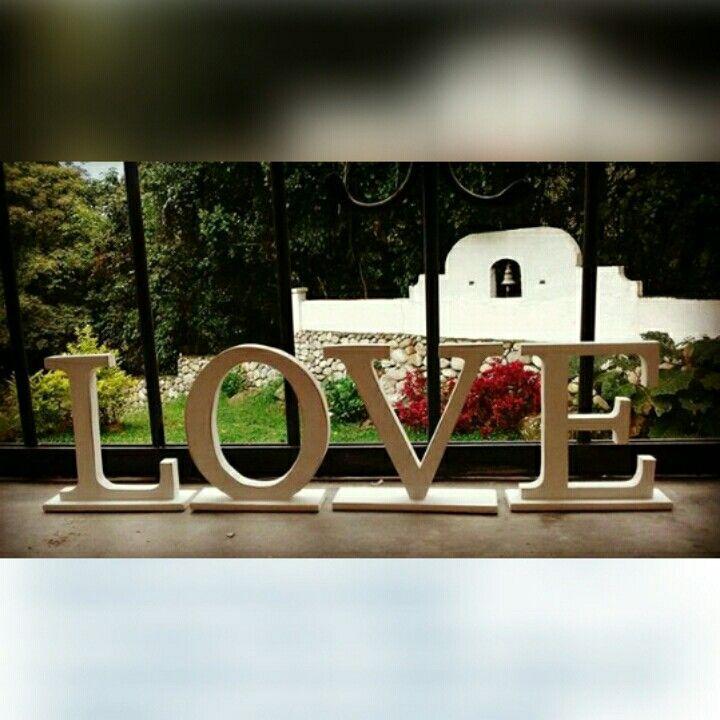 LOVE en mdf. Letras decorativas. Hecho a mano. Instagram: @am_shanti