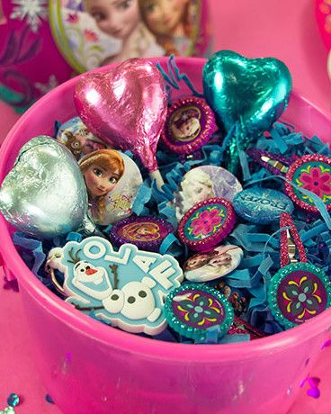 Frozen party bag fillers and sweets - perfect for a Frozen party!