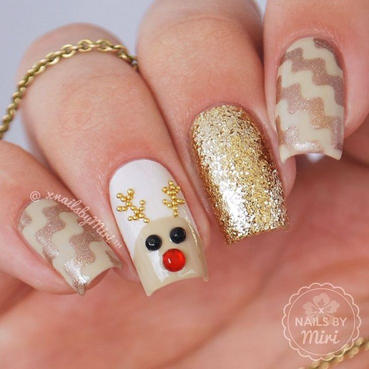 """""""Rudolph The Red Nosed Reindeer Mix & Match Nails inspired by @nails_by_terran ✨ . I used """"Waves"""" and """"Circle"""" tape from @whatsupnails 〰 The beads and…"""""""