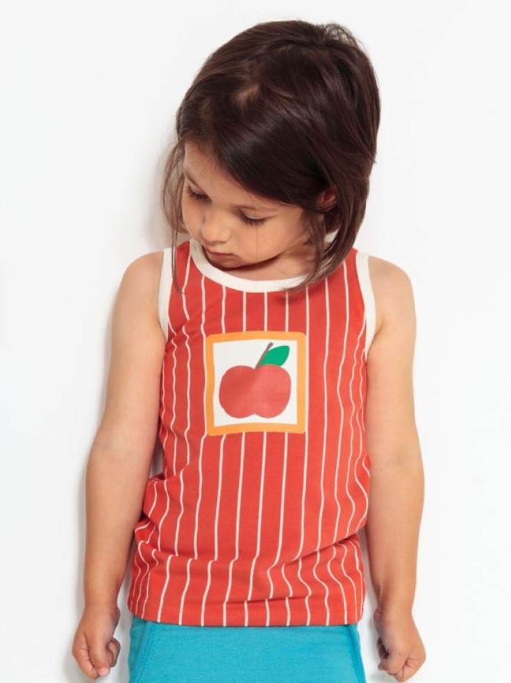 Mapomon apple organik tank top: Reto elma deseni,Kırmızı üzerine beyaz çizgili, harika beyaz yaka ve kol biyeleri ile Ma-pomon tanktop ile çocuklar bu yaz 70'lere yolculuk yapacaklar     Materyal: %100 organik pamuk