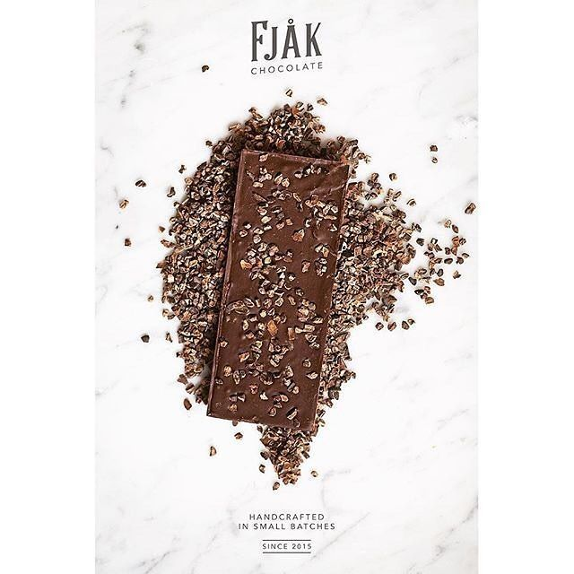 Just released   #KaffeBox #chocolatepairing subscription   Tasty times ahead.   Check it out: www.KaffeBox.no/pairing/  # from one our featured #beantobar chocolate makers @fjaakchocolate   . #craftchocolate #chocolatemaker #sjokolade #visitnorway #chocolatelove #chocolatemakerslife #fjaak #fjaakchocolate #fjåk  #coffeesubscription #coffee #specialtycoffee #tastytimes #chocolateandcoffee #coffeesubscription #chocolatesubscription