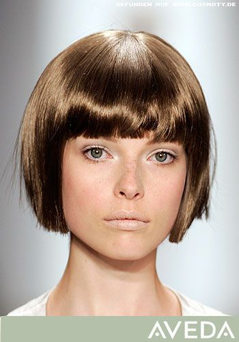 Kinnlanger Bob mit geraden Konturen - Frauen Frisuren-Bilder - COSMOTY.de