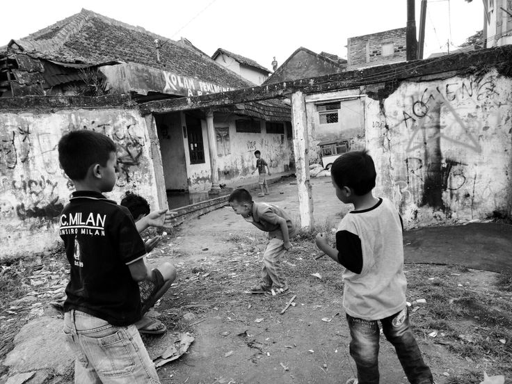 Child's joy  Location : Leuwi Dadap, Cihanjuang, Cimahi, Indonesia.  IG : @ponksaad