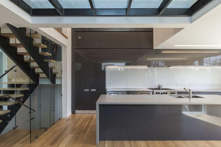 rzlbd > Instar House > kitchen & glass bridge