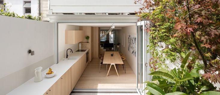 Australian architectural and interior design firm Benn + Penna recently refurbished and extended a tiny house in Surry Hills, a thriving hub of off-beat galleries, design studios and theatres in the suburb of Sydney