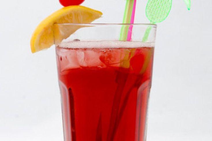Cómo limpiar el alcohol de tu cuerpo. El alcoholismo es causado por el consumo crónico de licor. El alcohol químico contiene etanol, que proviene de las uvas y las frutas y puede ser encontrado en la cerveza, los licores y vinos. Clasificado como un depresor, el alcohol disminuye la actividad del ...