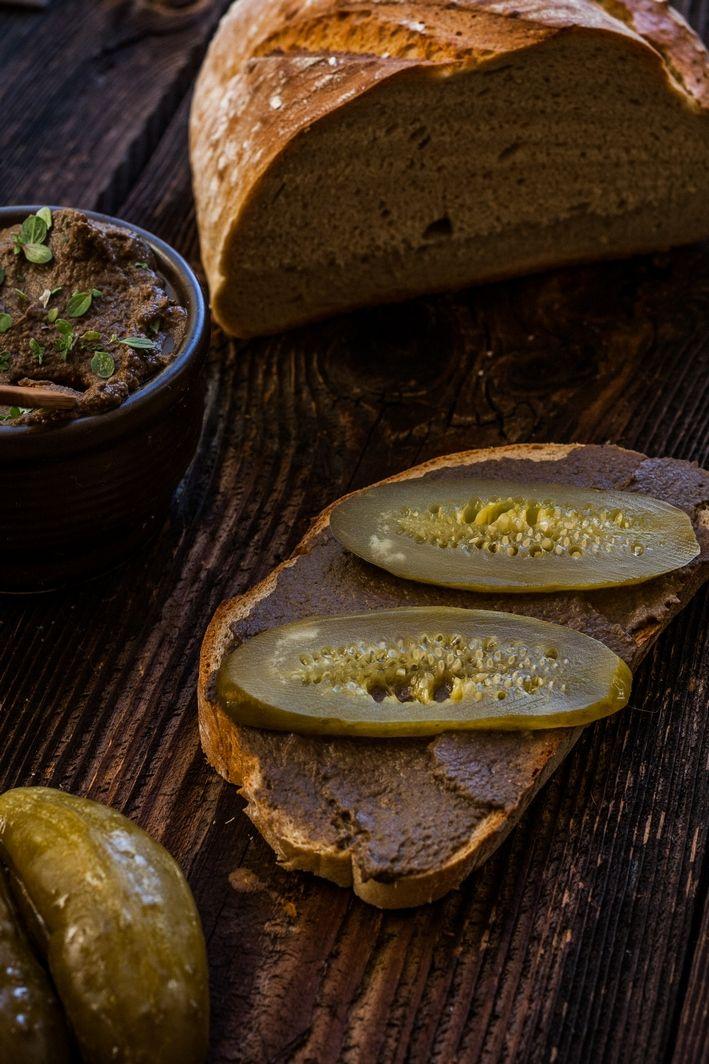 Wegan Nerd - Kuchnia roślinna : WYKWINTNY PASZTET DO SMAROWANIA Z PIECZAREK, CIECIORKI Z CZARNYM CZOSNKIEM