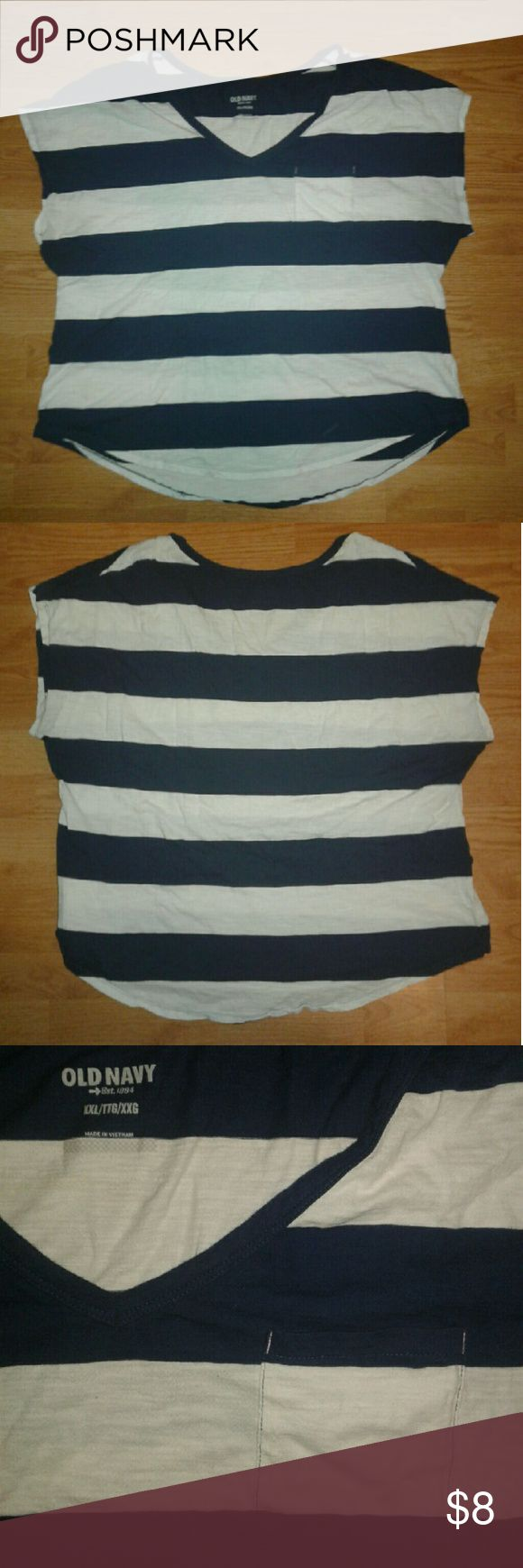 Women's Blue And White Shirt From Old Navy Navy blue and white short sleeved shirt for women from Old Navy. Size XXL/TTG/XXG. 100% cotton.  In great condition!!  I normally ship the same day or the day after!! Old Navy Tops Tees - Short Sleeve
