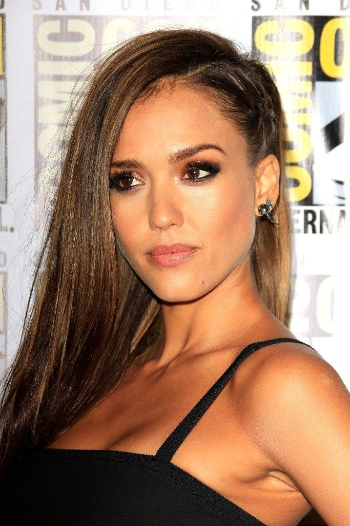 """Beautiful Jessica Alba with smokey eyes makeup look at the """"Sin City: A Dame to Kill For"""" panel during Comic-Con International 2014,"""
