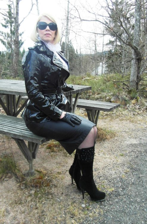 Went this fisting and heels and latex love watching Dahlia