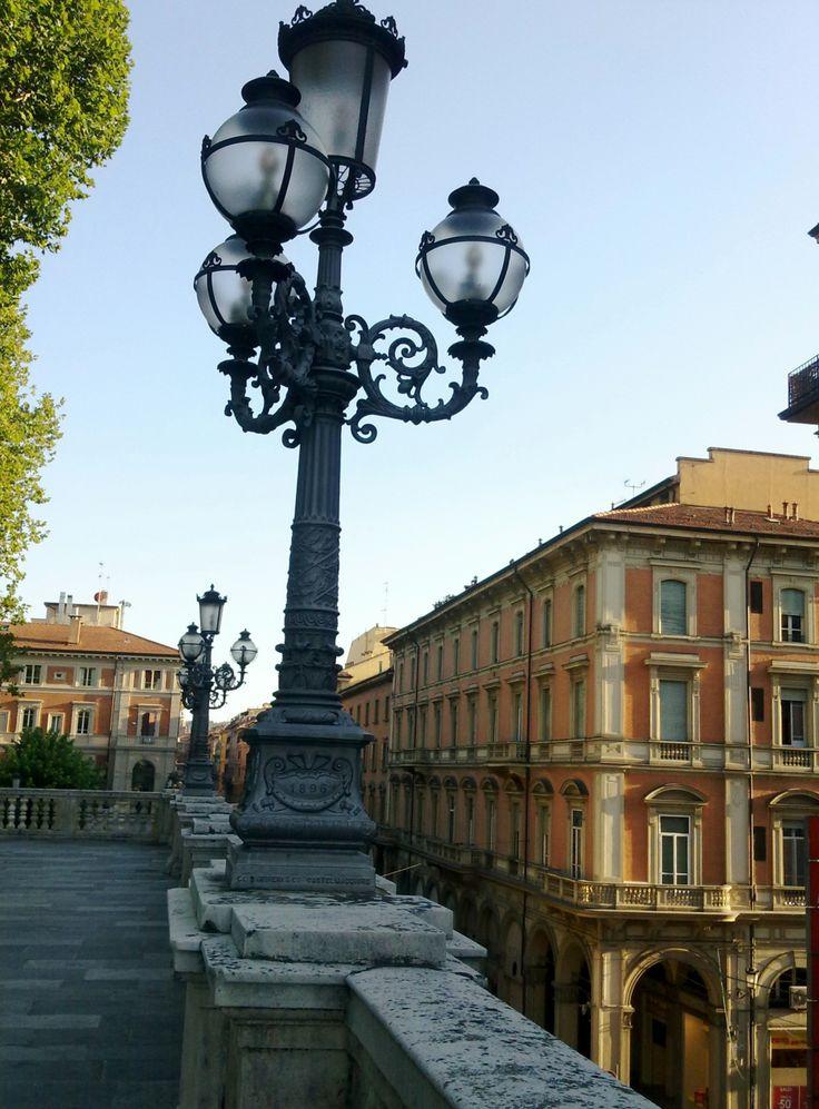 Il lampione a candelabro - Parco della Montagnola Bologna