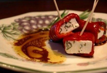 Feta sajt paprikába tekerve