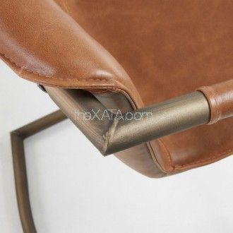 Элегантные кожанные углы в полубарном кресле