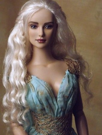 "Okay, this Game of Thrones Daenarys is pretty incredible, @Shannon Craven @ipaintdolls you have outdone yourself #dollchat : ""This is a OOAK costumed repaint of a factory rooted Tonner Daphne. Shannon Craven (Flutterwing)"""