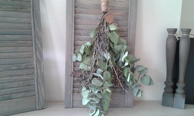 toef van eucalyptus met dadeltakken. karinswonenenzo.nl