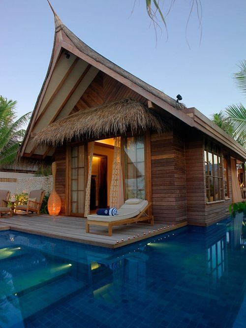 jumeirah vittaveli resort with private pools in the Maldives. i love this gorgeous little hut! would be such a neat place to stay