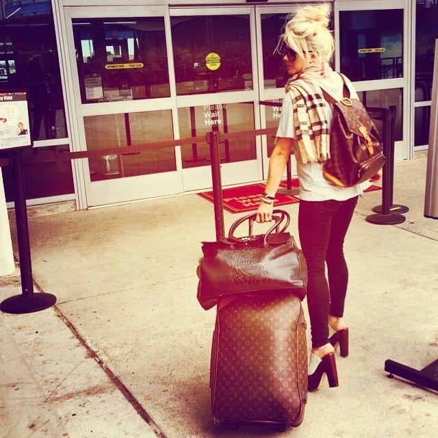 Shayne Lamas.. LV travel to Vegas style..