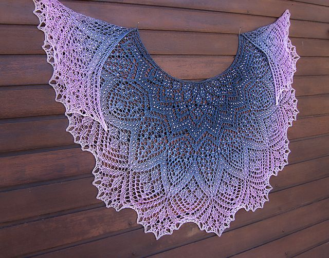 Knitting Patterns For Lace Shawls : Pearla Lace Shawl pattern by Anna Victoria Ravelry, Sjal och Design