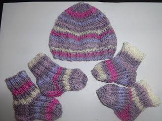 Ručné práce háčikom, ihlicami s láskou: Pletená čiapka a papučky pre…