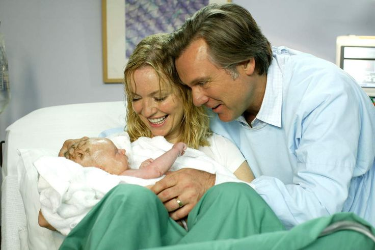 Julie (Rebecca Gibney) giving birth to baby Ruby on Packed to the Rafters, with husband Dave (Erik Thomson).