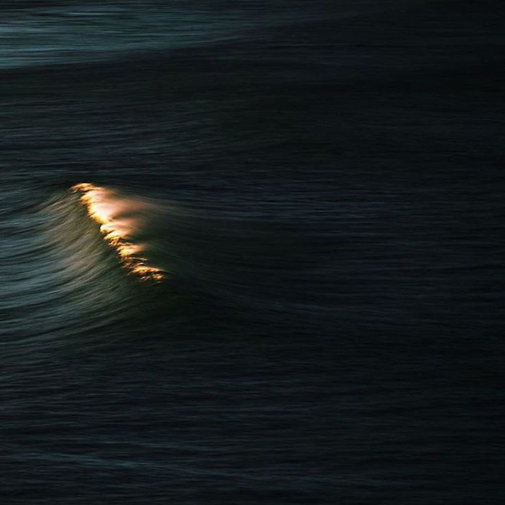 Impressive Photographs of Waves Looking Like Mountains-19