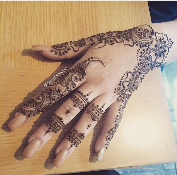 Fine line Mehndi delicate and intricate