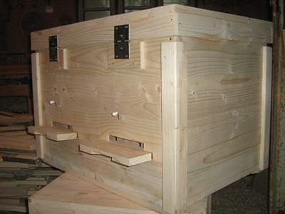Méhkaptár,Fenyő fa zsindely készítés