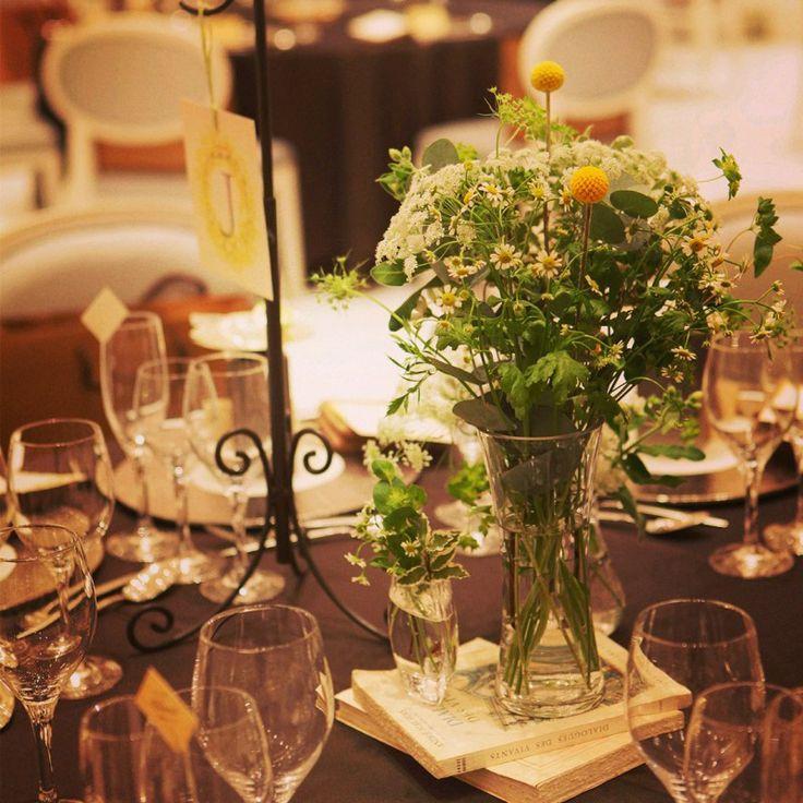 ゲストテーブル装花:洋書 × 切り株|nico◡̈*blog 手作り結婚式