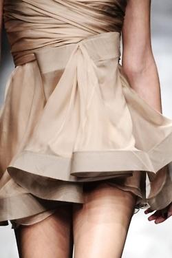 nudes: Colors Nude, Mode Fashion, Dresses Details, Champagne Design, Bows Dresses, Fashion Design, Nude Dress, Neutral Skirts, Nude Colors