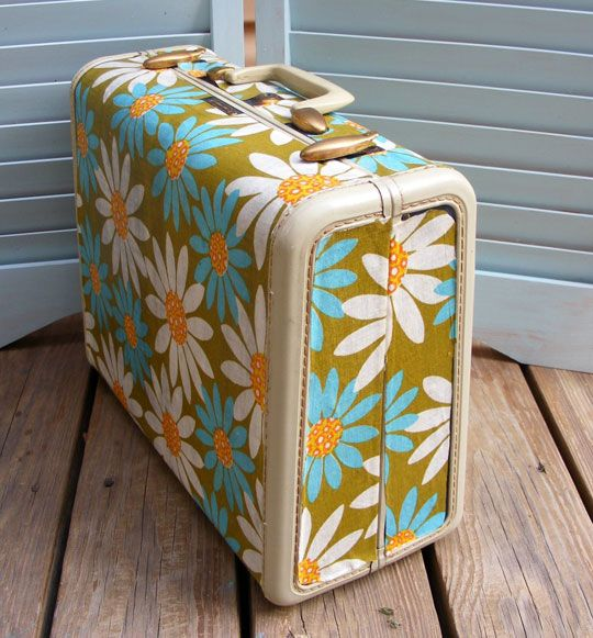 Fabric covered vintage suitcase using Mod Podge. I am SO doing this!!: Modg Podge, Idea, Vintage Suitcases, Old Suitca, Mod Podge, Vintage Fabrics, Podge Suitcase, Modpodge, Vintage Luggage