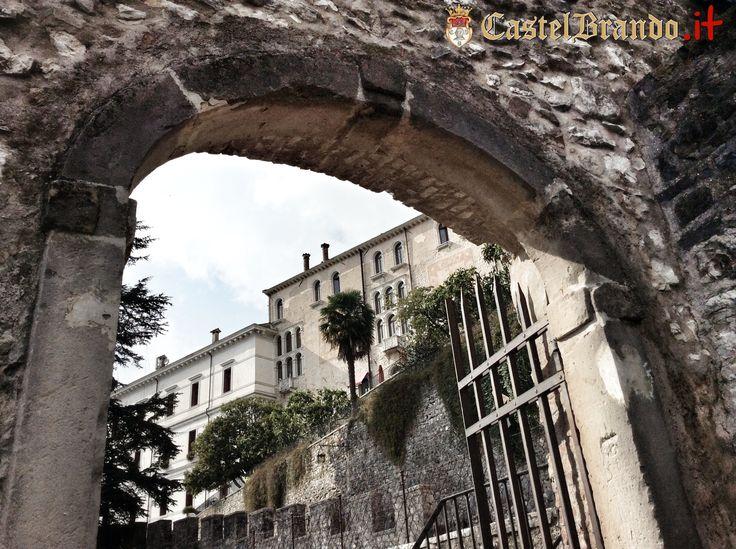 A volte è sufficiente cambiare prospettiva per scoprire nuove bellezze... www.castelbrando.it You can find new #beauty just changing your perspective...  #castelbrando #castle #castello #italy #cisondivalmarino #veneto