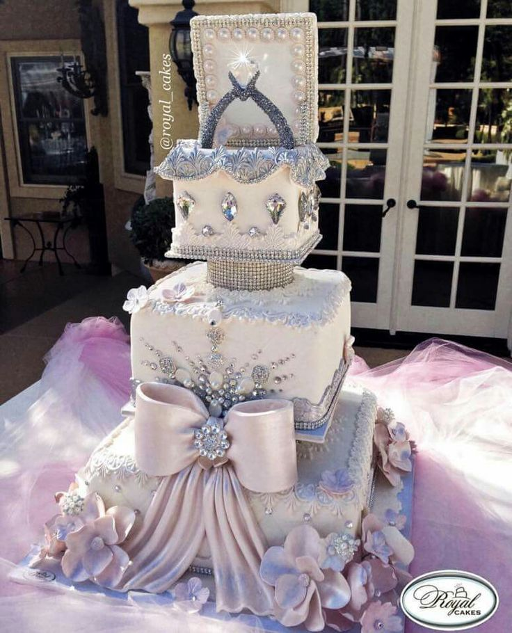 Gorgeous Wedding Cake                                                       …