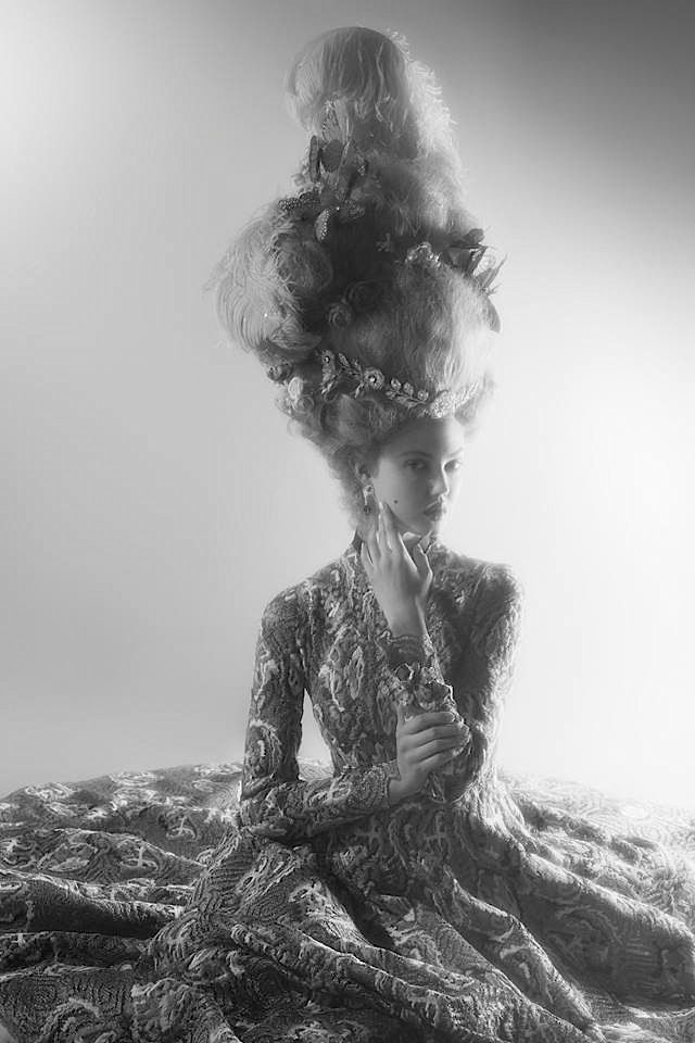Harper's Bazaar US 2014 Modelo: Lindsey Wixson Fotógrafo: Karl Lagerfeld Estilista: Amanda Harlech Peluquería: Eamonn Hughes Maquillaje: Lloys Simmonds