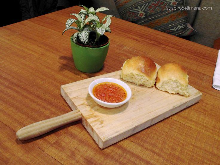 Pan de papa y salsa de ají amarillo