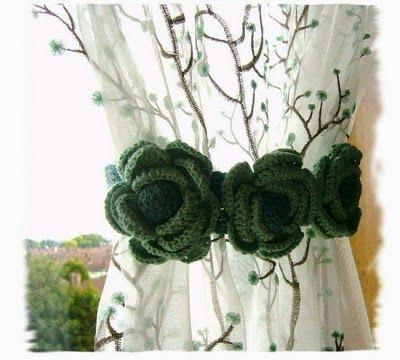 Continuando com a série de postagens sobre cortinas em Crochê, hoje trouxe estes Prendedores de Cortina:                              Beij...