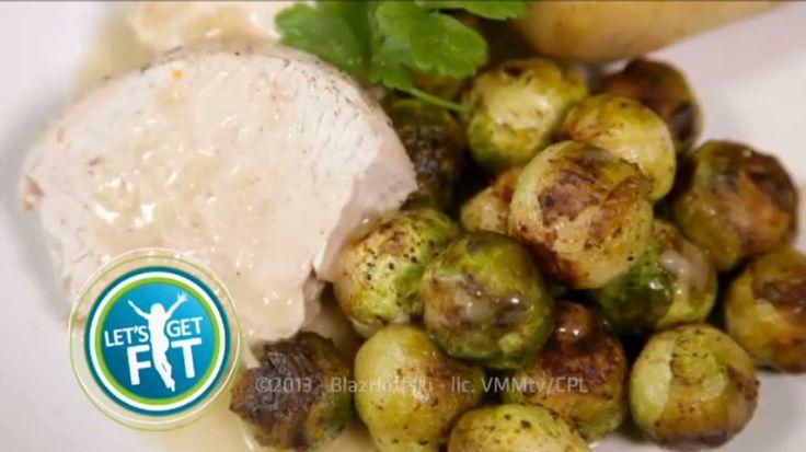 Kalkoengebraad met pepersaus, gesmoorde spruitjes  en aardappelen in de schil | VTM Koken