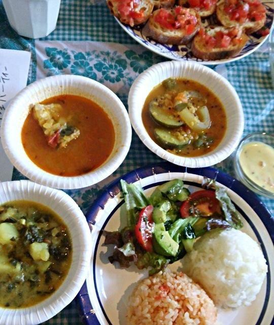 好評につき第二回開催。 きざみほうれん草とじゃがいものカレー、鯖のタマリンドカレー、ズッキーニとオクラのサンバル、ヨーグルトシチュー、ケッカソースのブルスケッタ、バジルドレッシングサラダ - 15件のもぐもぐ - 第二回南インド料理パーティ(≧∇≦) by ヤマモトショウコ