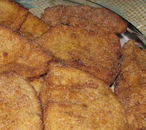 Receita tradicional da gastronomia portuguesa, as Rabanadas ou Fatias-de-Paridas estão regularmente presentes na mesa das avós. Não só na mesa de Natal, como numa qualquer tarde invernosa. Rápidas e fáceis …