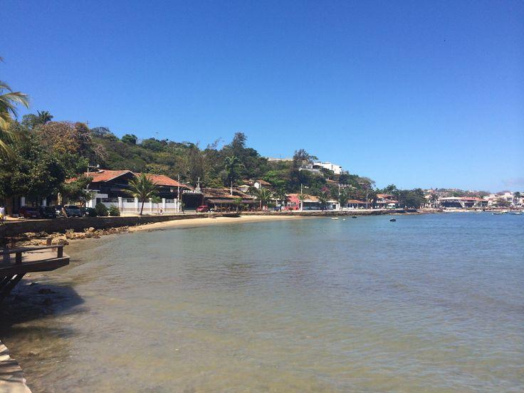 Orla bardot, buzios, Brasil. Hermoso lugar para visitar , es una de 23 playas que hay en buzios, acá puedes caminar , tomar lindas fotos a la vegetación y comer postres de cocos.