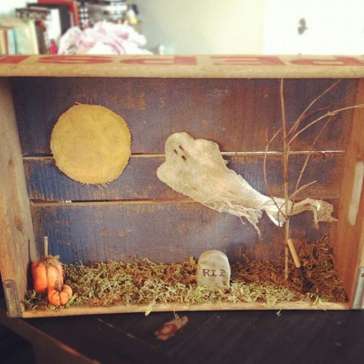 awesome handmade halloween display in a vintage pepsi crate - Halloween Display Ideas