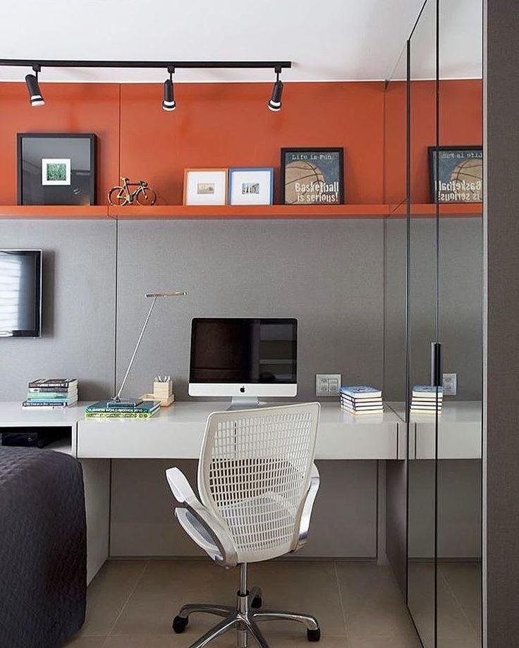 Bom dia!!! Um cantinho para trabalhar..... Inspiração✔️ Cinza e vermelho !! #arquiteturadeinteriores  #arquitetura #archdecor #archdesign #archlovers #interiores #instahome #instadecor #instadesign #design #detalhes #produção #decoreseuestilo #decor #decorando #decordesign #luxury #decorlovers #decoração #decoration #homestyle #homedecor #homedesign #decorhome #home #office #escritório #decoracaodeinteriores #referencia #homeoffice #detalhes